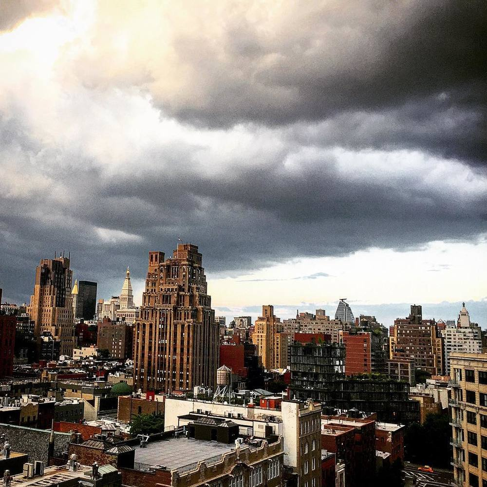 When the storms are rolling into this city, you just stop at watch ⛅️🌆☁️⚡️💙 #NYC #clouds #storm #downtown #manhattan #chelsea #meatpacking #soho #sohohouse #skies #empirestatebuilding #realestate #skyscrapers #stormy #wow #newyorkcity #iloveny #beauty #iloveny #openhouseny  (at Soho House New York)