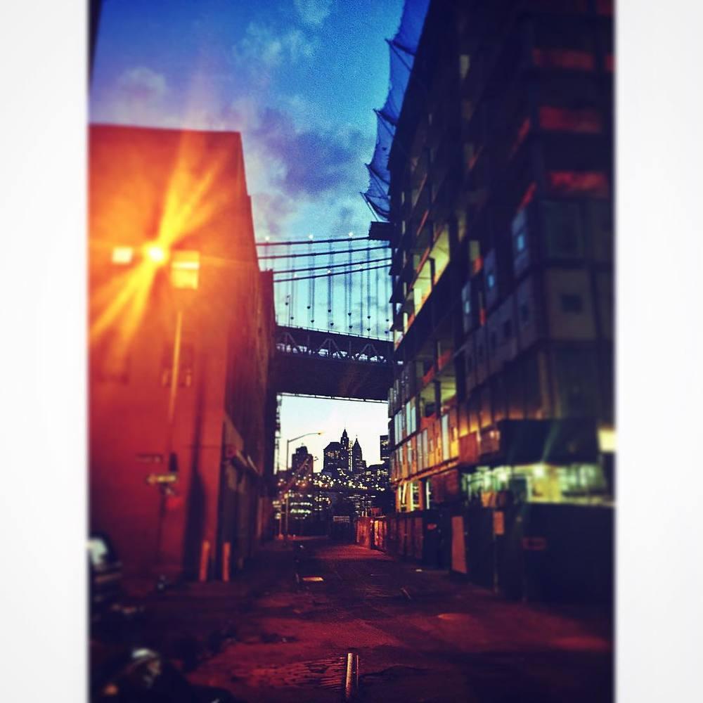 New Devs springing up everywhere under this gorgeous bridge 🌉👌✨ #nyc #manhattan #manhattanbridge #brooklyn #dumbo #vinegarhill #williamsburg #downtown #bridge #lights #style #new #iloveny #realestate #newyorkcity #newdevelopment #condo #apartment #openhouseny (at DUMBO, Brooklyn)