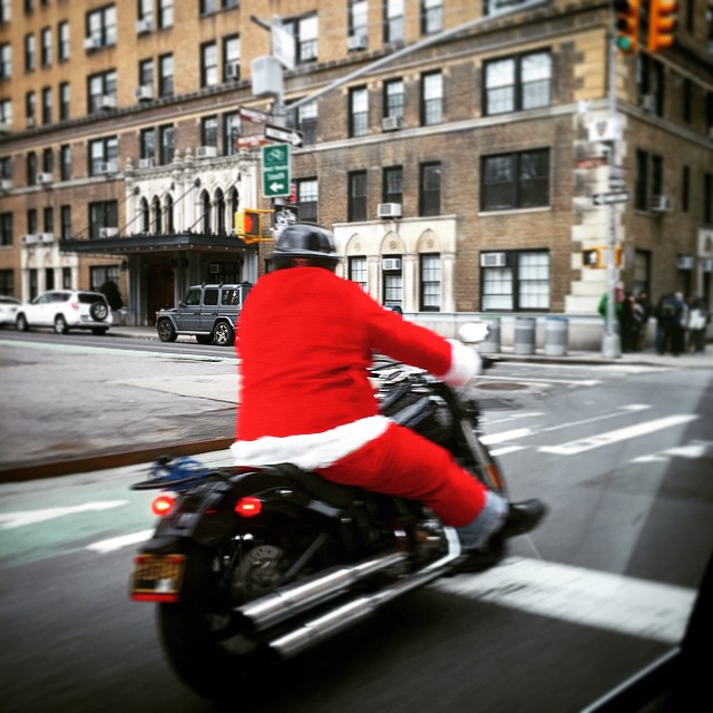 Santa's just cruisin' NYC after the job is done. 🎅😎🌇 #badass Merry Christmas Friends!! 🎁🎄🎁 (at Washington Square Park)