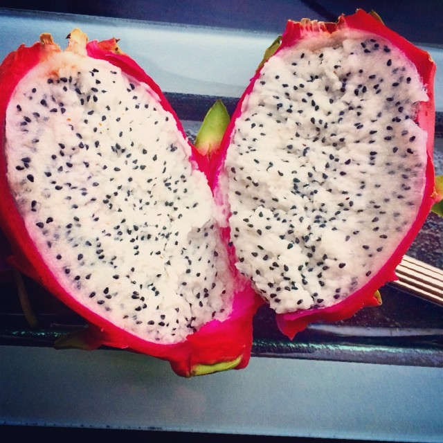 Slaying this dragon fruit 🌵🍑 #yum #pinkcactus #dragonfruit (at Sky on 57)