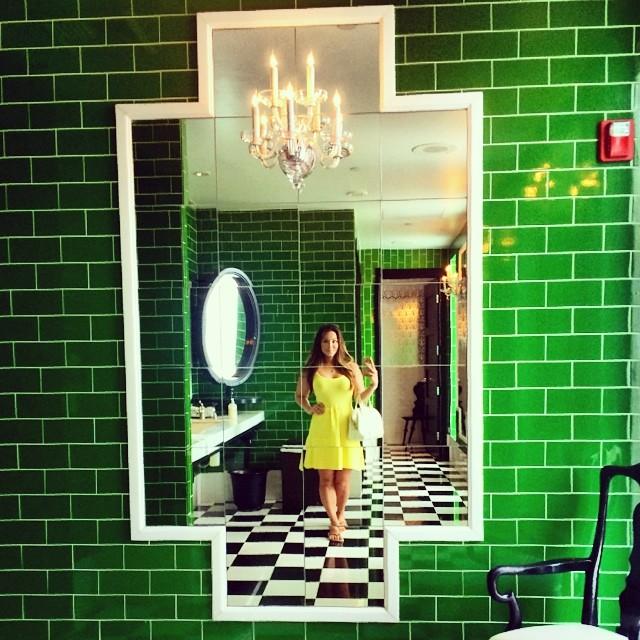 Ultimate bathroom mirror 👌  #aliceinwonderland #badjabachelorette  (at Viceroy Santa Monica)