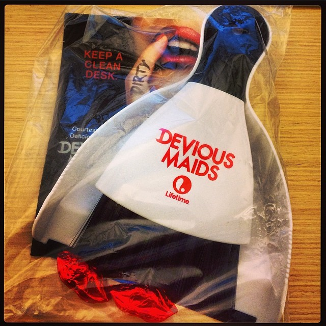 #DeviousMaids desk drop  #springcleaning 🚿💃🌹