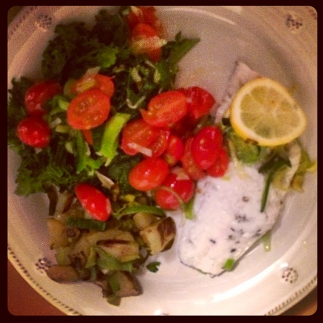 Sea Bass baked in lemon, thyme and sage with Steamed Kale and Sautéed Leeks and Tomatoes   #yum #lookwhatidid