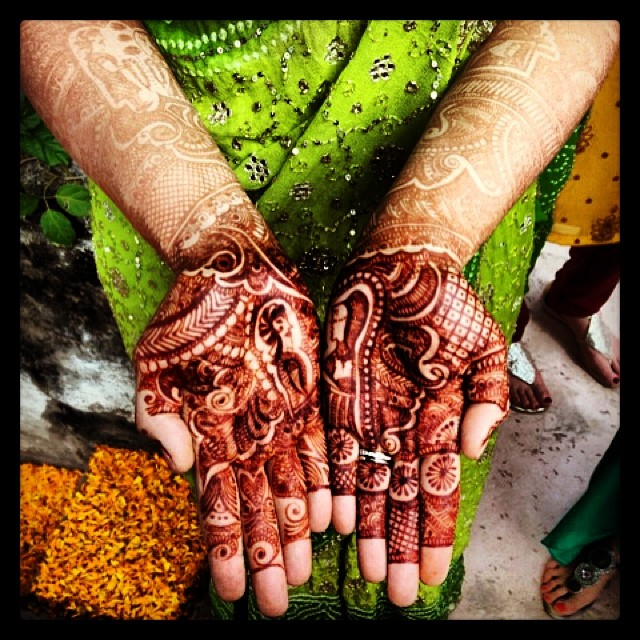 Angela's beautiful #henna #mehendi #sharmed #bride #india #samodepalace  (at Samode Bagh)