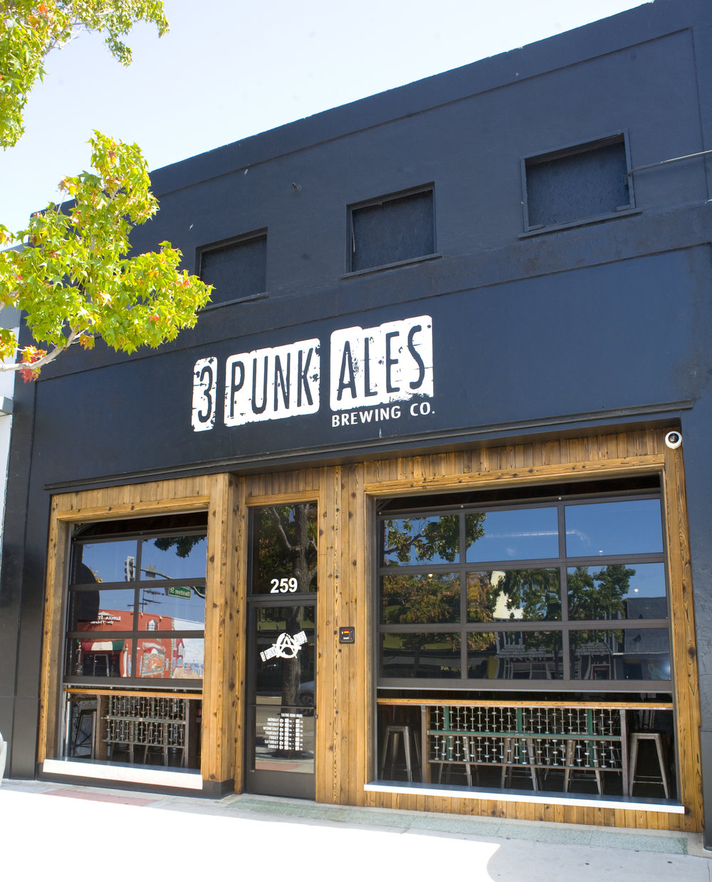 Thr3e Punks Brewery_02.jpg