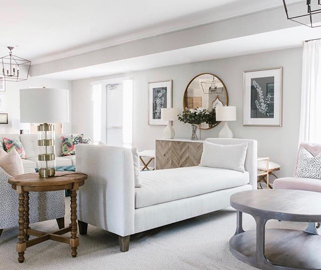Looking forward to the weekend! This lovely interior space designed by @brennadomesticcharm looks like my ideal place to decompress . What is everyone up to this weekend ?!? #revolution #revolutionperformancefabrics #interiordesign #interiorspace #weekendchill #weekendplans #performancefabric #becauselifehappens