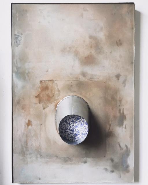 peephole blue