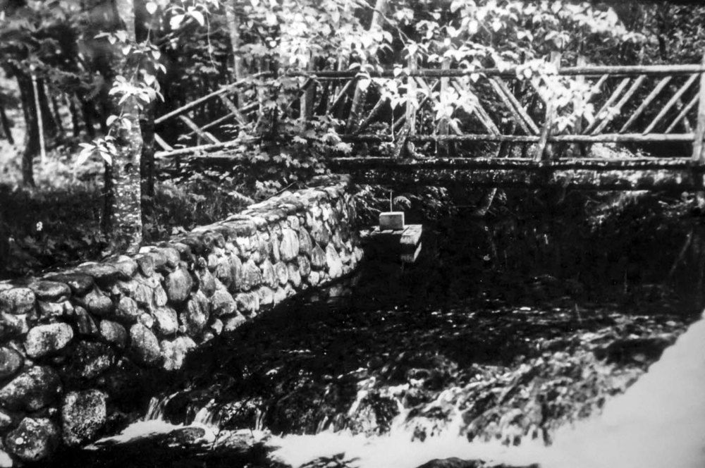 Hoy Creek bridge on Brewer property (adjacent to today's Hoy Creek Hatchery building)