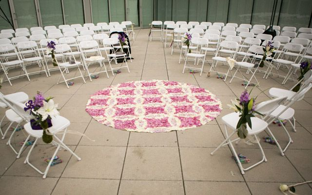 This patchwork pattern adds just the right amount of color to this unique ceremony lay out