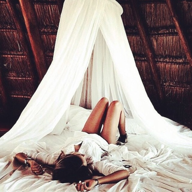 Happy Monday! This is where I want to stay ALL day long !! xoxo #Jetsett