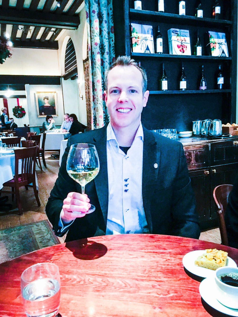 Here I am at one of my favorite spots for wine in NYC, Gramercy Tavern, enjoying some Chardonnay from a Riedel Chardonnay glass.