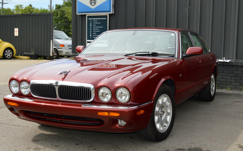 Seller-2003 XJ8 Burgundy 003 X - Copy.jpg