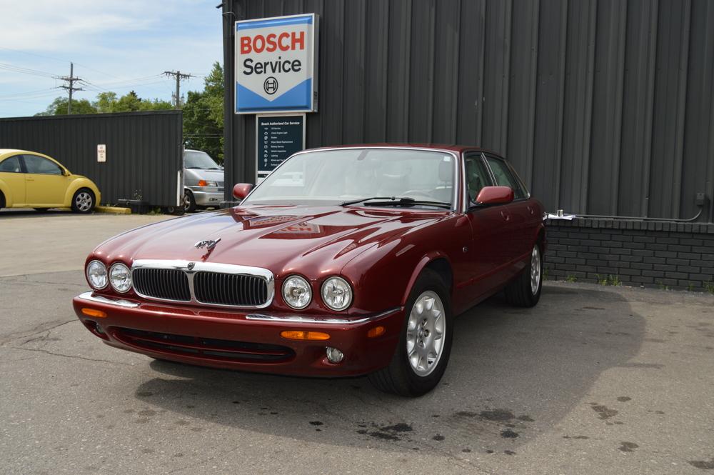 Seller-2003 XJ8 Burgundy 003.JPG