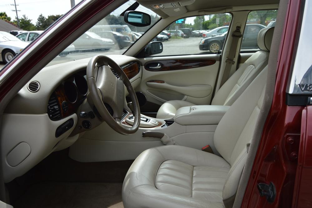 Seller-2003 XJ8 Burgundy 005.JPG