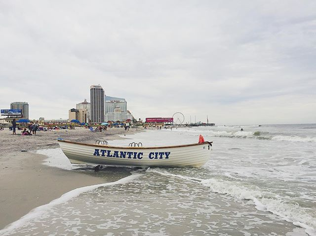 it was good to be back at one of my favorite beaches the other day. when we first went to Atlantic City four years ago, I thought for sure I would hate it. well, I was very wrong. it won me over and we keep going back. 💕☀️