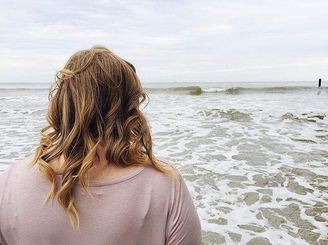 """The ocean is my favorite thing, I think, that I have ever seen. Sometimes I catch myself staring at it and forget my duties. It seems big enough to contain everything anyone could ever feel."" ~ Anthony Doerr 🌊"