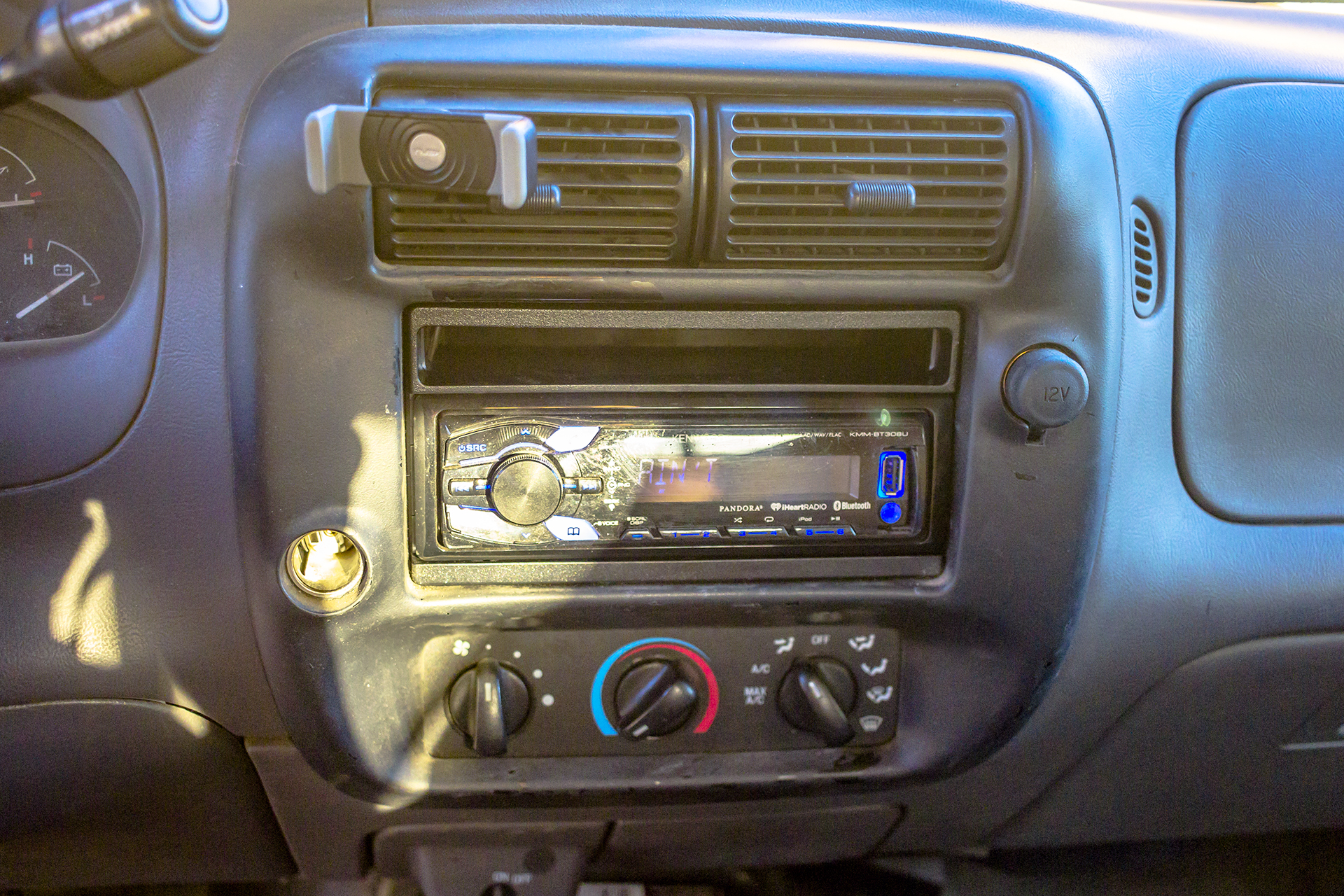 2002 Ford Ranger gets a Bluetooth radio — Twelve Volt