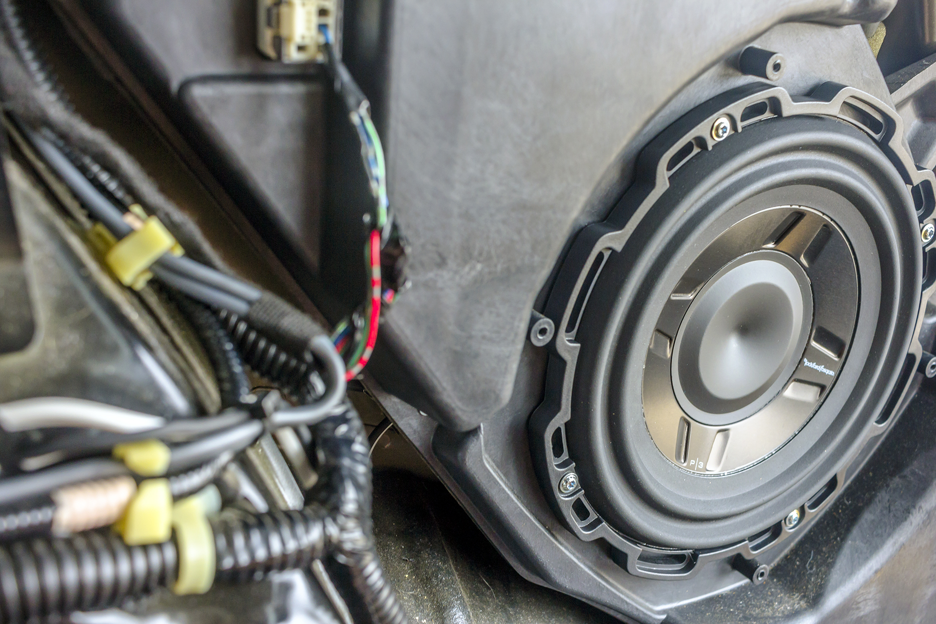 This 2007 Acura RDX Turbo gets some new speakers and a subwoofer!