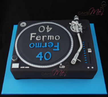 Our turntable cake, based on the Technics turntable in 2015