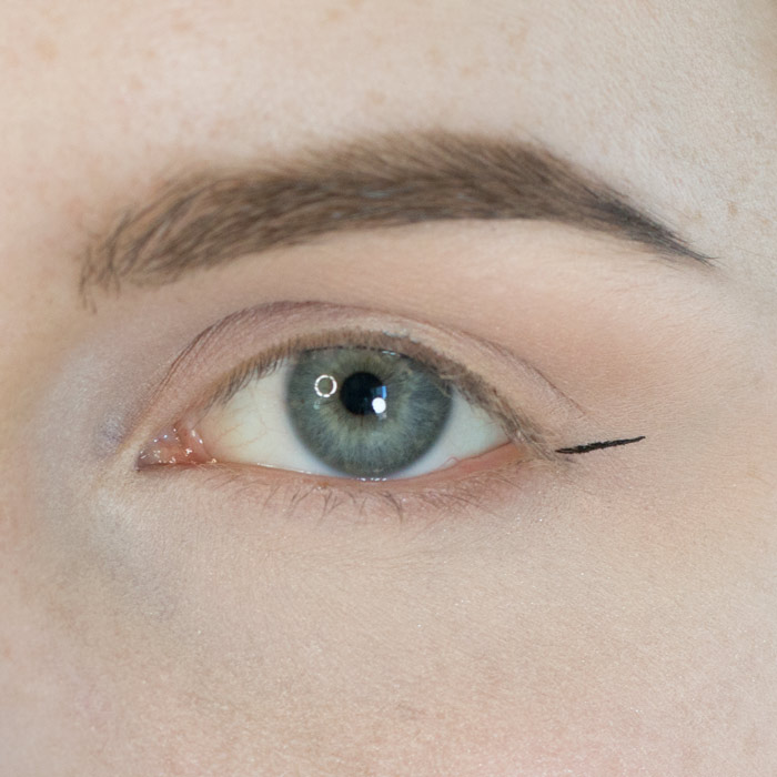 how to get the right angle for winged eyeliner