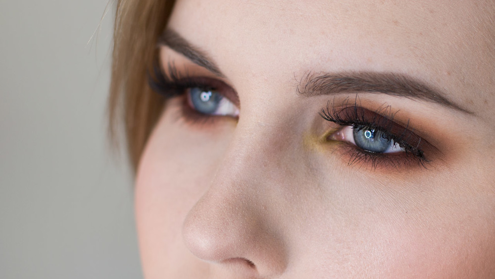 Warm, Rounded Smoky Eyeshadow with Pop of Green Tutorial
