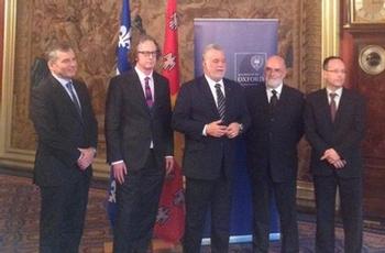 Annonce à Londres d'un partenariat scientifique et académiqueentre l'Université Laval et l'Université d'Oxford avec le premier ministredu Québec Philippe Couillard.