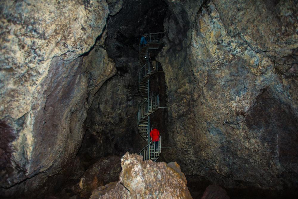 Vatnahellir - Cave exploring
