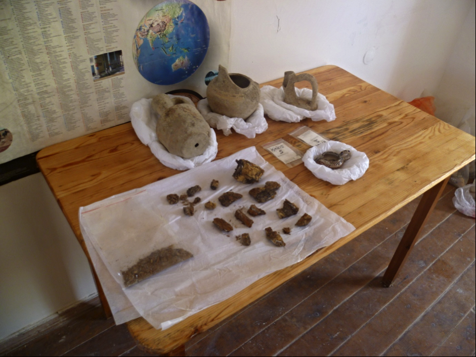 Some of the finds excavated by the archaeologists' team, by Miriam Orsini