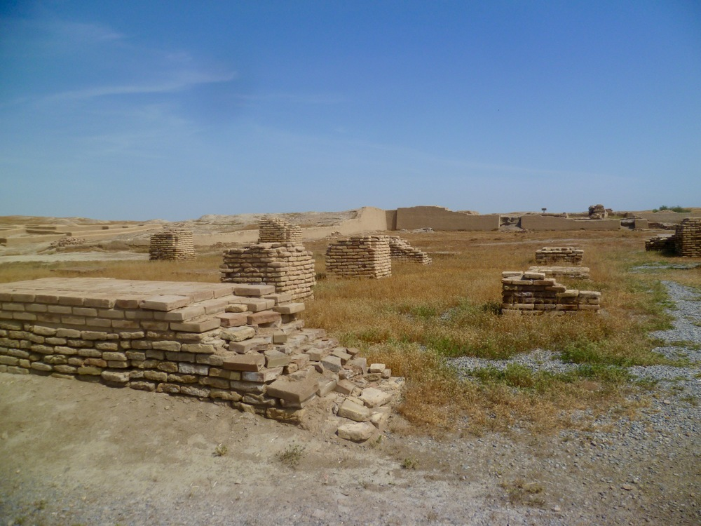 mud brick structures Otrar.jpg