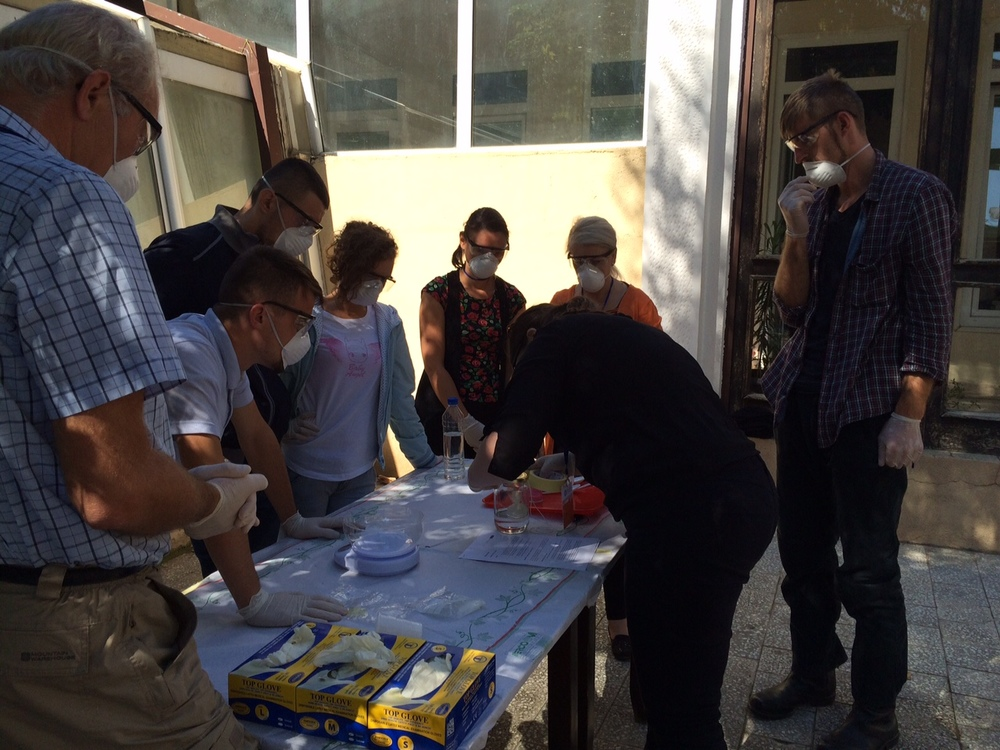 Pieta demonstrates how to mix Paraloid solutions to one team of participants