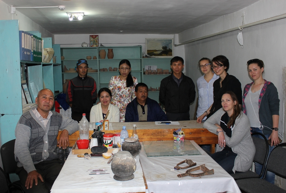 The conservation lab in the Otrar Museum. From left to right:Otrar Museum conservators Sartai, Zhanuzak, Urzia, Gulnaz, Nurlan and Baurzhan, HwB volunteers Natalie and Maria, UCLQ conservation student Lisa and Institute of Archaeology researcher Ania.