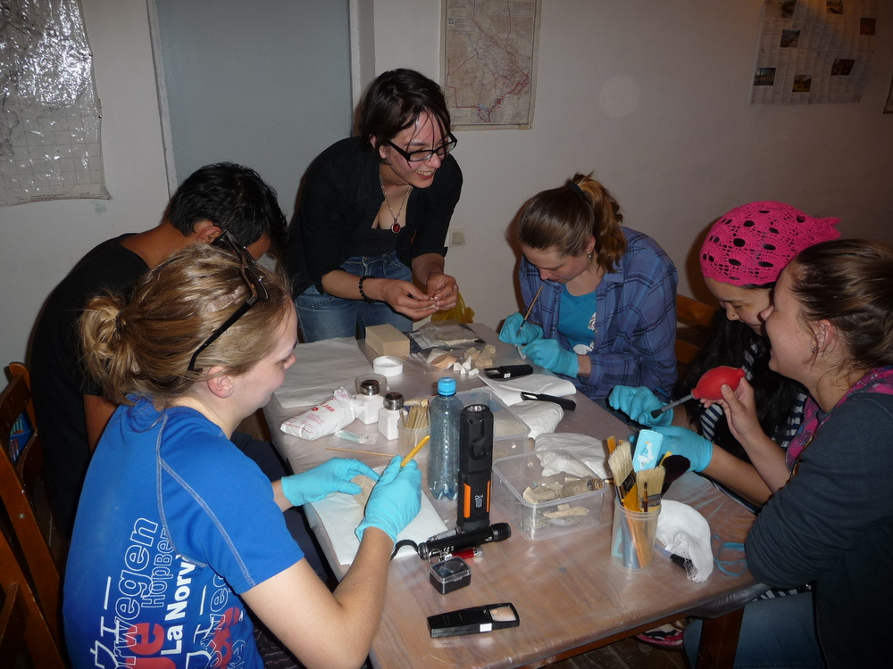 Conservation cleaning session with UCLQ and Institute of Archaeology students and staff. From left to right: Karina, Farrukh, Maria, Katia, Banu and Ania.