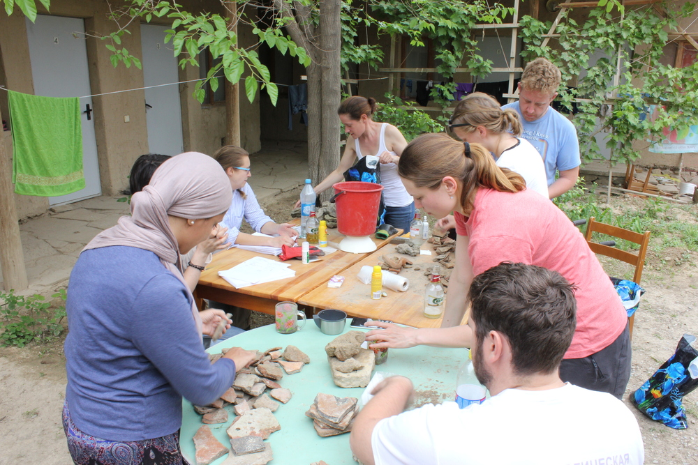 End of day finds processing 2, from left to right; Fairouz, Natalie, Odile, Jon, Karina, Katya and Jonathan.