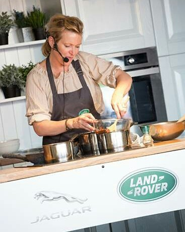 Celebrity chef @rachelallen1 Rachel Allen and Irish Rugby International @jamieheaslip  Jamie Heaslip fuelling the team at the Jaguar Land Rover @LandRover_ie @melaniemcc stand at this year's Ploughing Championships. Rachel is hosting cooking demos over the three demos at 11am, 1pm and 3pm at Block 3, Row 9, stand 223.#ploughingchampionship2017