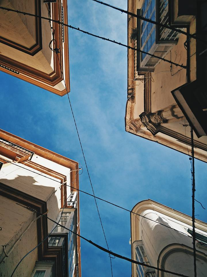 Looking up from the thin alleys of Cádiz