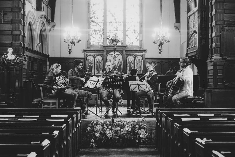 Rehearsal of Mozart's horn quintet. Katy Woolley (hrn), Bogdan Božović (vln), Rosalind Ventris (via), Mark Holloway (via), James Barralet (cello).