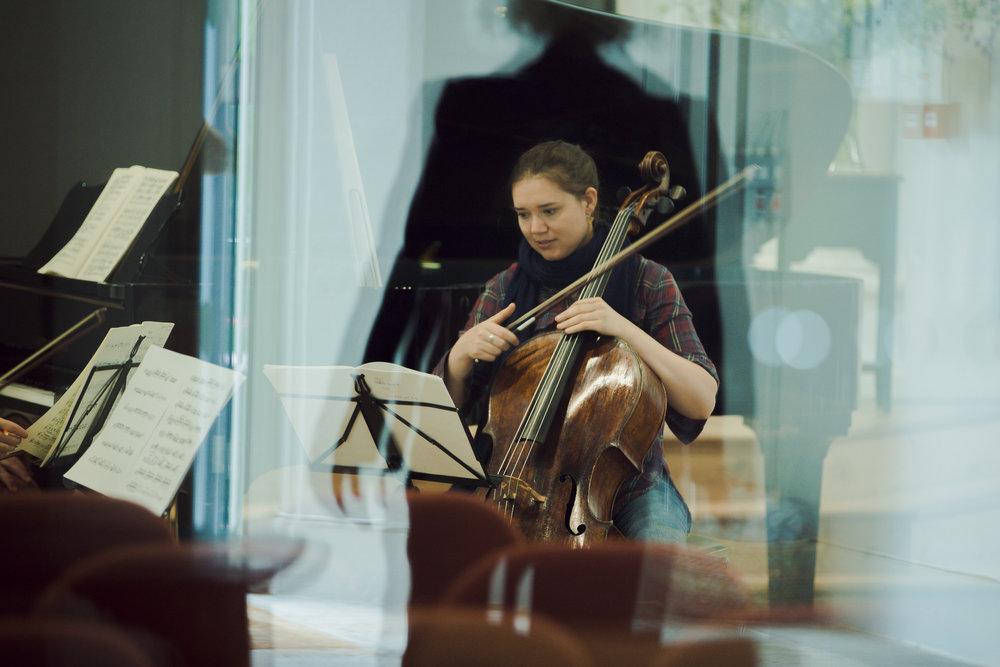 Photographer:Anna Patarakina Vashti Hunter, cello
