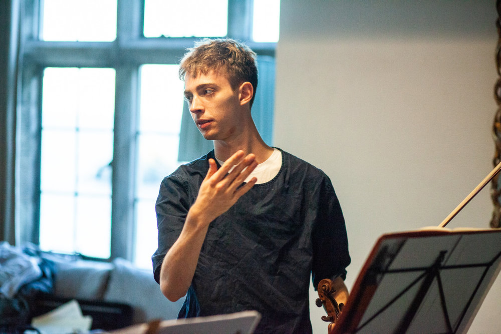Discussing characters in Bartok's Violin Duets. Photo © Gabriel Isserlis