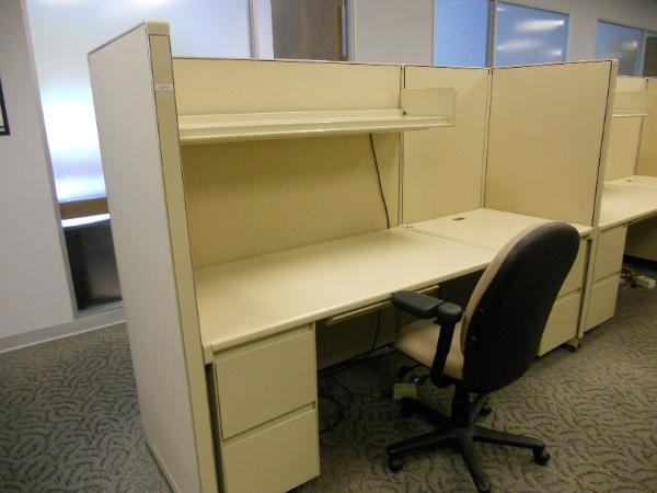 Steelcase_9000_Call_center_station-600x450.jpg