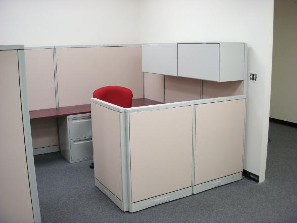 U-shape workstation with Steelcase Aviner