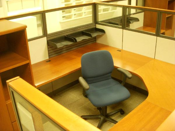 "24 Knoll Reff workstations available 90"" x 90"" x 54""h"