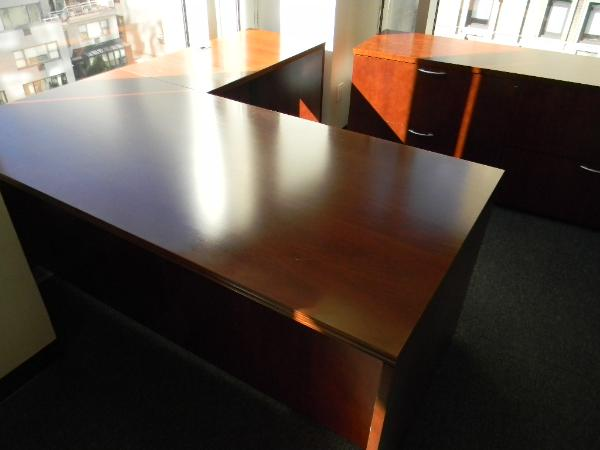 "6' x 3' Cherry L-shape desk 42"" Right return 72"" x 22"" Credenza 1 Unit"