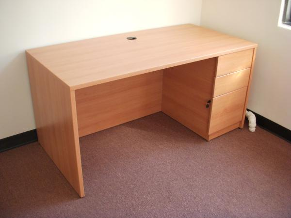 custom_laminate_desk-600x450.jpg