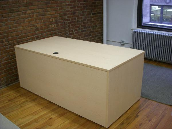 maple_72_x_36_desks-600x450.jpg