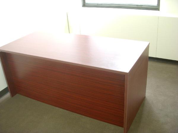 laminate_mahogany_desk_f-600x450.jpg
