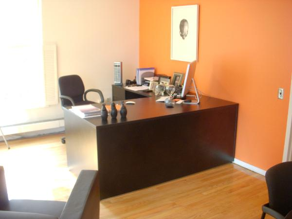 simple_black_desk-600x450.jpg