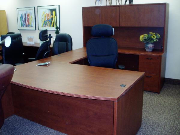 U-Shape Mahogany laminate desk in North Jersey