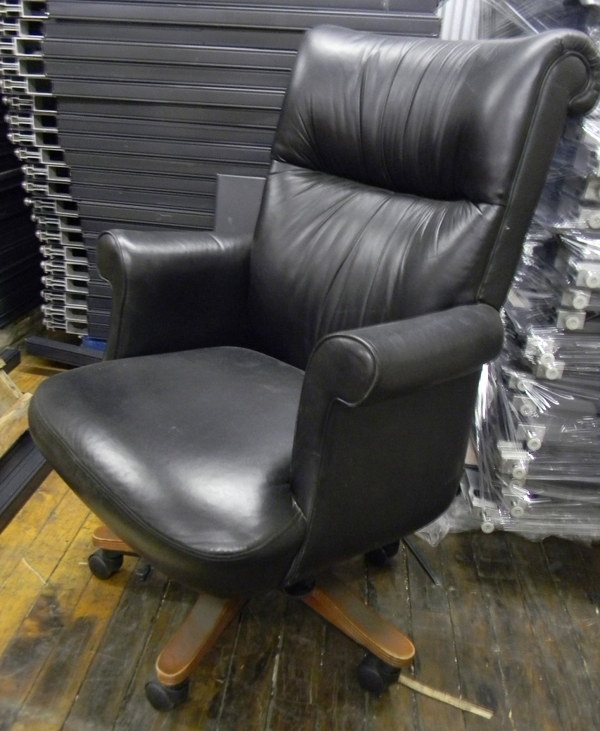 leather exc chair B.JPG