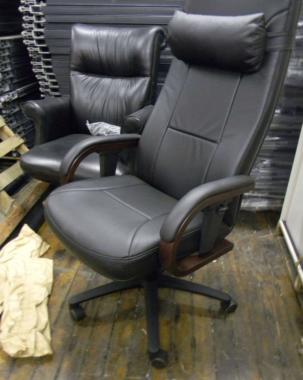 leather exc chair A.JPG