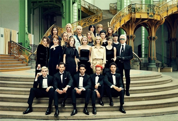 Photo de groupe : G-Dragon parmi les icônes de Chanel